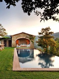 Villa Spinaltermine is a luxurious haven, with mesmerizing views of the private sanctuary of the Castello di Reschio estate in Umbria, Italy. Italian Farmhouse, Italian Cottage, Italian Houses, Italy House, Antebellum Homes, Tuscan House, Italian Villa, Old Farm Houses, French Country House