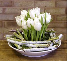 New flowers arrangements simple spring white tulips ideas Deco Floral, Arte Floral, Floral Design, Calla Lily Flowers, Head Table Wedding, Organic Mulch, Organic Horticulture, Flower Arrangements Simple, White Tulips