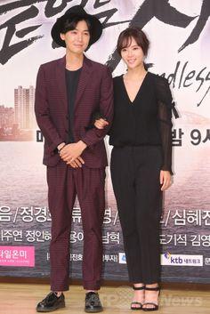韓国・ソウル(Seoul)の木洞(Mokdong)にあるソウル放送(SBS)で、SBSドラマ「果てしない愛(英題、Endless Love)」の制作発表会に臨む、俳優のチョン・ギョンホ(Jung Kyung-ho)と女優のファン・ジョンウム(Hwang Jung-Eum、2014年6月16日撮影)。(c)STARNEWS ▼23Jun2014AFP|SBSドラマ「果てしない愛」、制作発表会開催 韓国・ソウル http://www.afpbb.com/articles/-/3018442 #Hwang_Jung_Eum