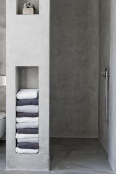 7 Amazing Bathroom Design Ideas (That Will Trend In For the past year the bathroom design ideas were dominated by All-white bathroom, black and white retro tiles and seamless shower room Wet Rooms, All White Bathroom, White Bathrooms, Small Bathrooms, Concrete Bathroom, Concrete Shower, Towel Storage, Bathroom Storage, Towel Shelf