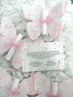 convite-borboleta-jardim-com-renda-aniversario - DIY und Selbermachen - Butterfly Baby Shower, Butterfly Party, Butterfly Birthday, Doilies Crafts, Paper Doilies, Wedding Cards, Wedding Invitations, Butterfly Invitations, Diy And Crafts