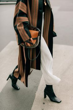 Street Style Jeans, Street Style Outfits, Looks Street Style, Mode Outfits, Looks Style, Fashion Outfits, Fashion Tips, Hijab Fashion, Fashion Hacks