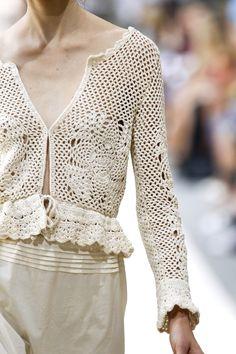 Luisa Beccaria Milan Spring 2011 Crochet Saco, Gilet Crochet, Crochet Cardigan, Love Crochet, Diy Crochet, Crochet Stitches, Crochet Top, Crochet Bedspread Pattern, Crochet Patterns
