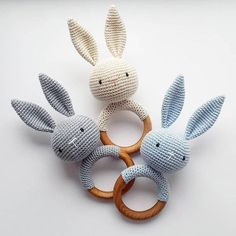 Bunny teether and rattle. Size ring: 6,5 cm (2,6') of diameter This Eco friendly crochet teether develops fine motor skills and tactile sensitivity of the child. This baby rattle promotes baby's hand and eye coordination and helps differentiate between sizes, colors and textures. During teething