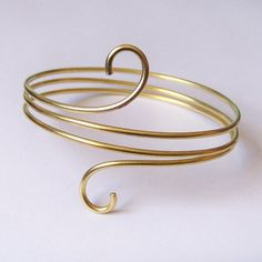 This armlet has been created using thick 12 gauge solid brass. This beauty wraps around the arm three times and the ends are finished with simple half swirls for a minimal yet gorgeous look!  Also available in Copper, Bronze or German silver.....simply select as an available material option.  This armlet will be hand-made to order just for you. Please be sure to select your desired size in available options, or leave the measurement of your arm upon purchase. Place your arm at your side…