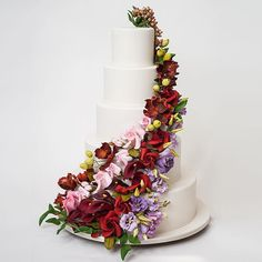 Sofia's and Billy's #weddingcake presented at @newyorkpalace #sugarflowers