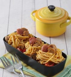 Spageti sosis bakso,pasta lezat untuk bekal sekolah si kecil. Yuk kita buat.