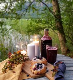 💙🍴 Best of Nordic Food 🍴💙 ✨✨✨ Page founded to feature The Best Nordic Food Images & Recipes ✨✨✨ 📷 Featuring today Blueberry Juice with… Blueberry Juice, Hygge, Dairy, Cheese, Table Decorations, Recipes, Food, Recipies, Essen