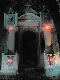 Embarqturkiye Yasanabilirsehirler 82 Best Halloween Cemetery Gates Arches And Entrances Halloween Halloween Outside, Halloween Graveyard, Halloween Tombstones, Fete Halloween, Halloween 2016, Outdoor Halloween, Halloween Projects, Halloween Horror, Halloween House