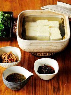 さっぱり湯豆腐は、 たれで味を変えてみて。|『ELLE a table』はおしゃれで簡単なレシピが満載!