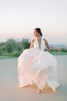 Bride on the move! Photo: @jessicamangia_photography