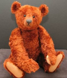 Gregory Gyllenship, Teddy Bear Artist, designer and maker of distinguished and characterful Bears Bear Dog Breed, Teddy Bear Dog, Old Teddy Bears, Antique Teddy Bears, Teddy Bear Patterns Free, Teddy Bear Sewing Pattern, Bear Doll, Rag Dolls, Fabric Dolls