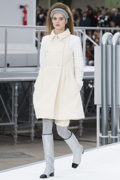 Chanel Fall 2017 Ready-to-Wear Fashion Show - Myrthe Bolt