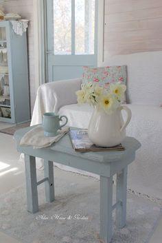 Aiken House & Gardens: Soft Blues in The Gardener's Cottage