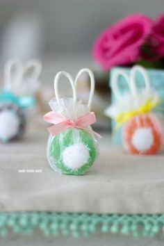 Bunny Lollipops made with safety pops. The handles are the ears! Adorable bunny butt lollipops. And easy DIY Easter gift idea. #easter #bunny #bunnylollipops