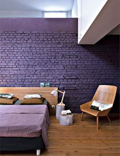 How to add the impossible Ultra Violet's Pantone color of the year 2018 in your home? Here are French By Design approved Ultra Violet interiors. Purple Interior, Best Interior, Retail Interior, Luxury Interior, Salons Violet, Painted Brick Walls, American Interior, Turbulence Deco, Wall Colors