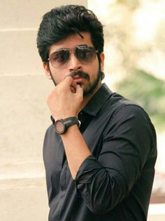 Handsome Indian Men, Round Sunglasses, Mens Sunglasses, Indian Star, Actor Photo, Cute Actors, Famous Celebrities, Candid, Cool Pictures