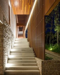 RMAA (@reinachmendonca) posted on Instagram • Sep 3, 2020 at 9:02pm UTC Tropical Architecture, Residential Architecture, Architecture Details, Interior Architecture, Stone Stairs, Design Exterior, Exterior Stairs, Stairways, Beautiful Homes