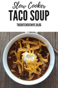 Slow Cooker Taco Soup is easy to make and is full of flavor. Top it off with your favorite taco toppings and you have a meal that is a crowd pleaser! Slow Cooker Tacos, Slow Cooker Recipes, Crockpot Recipes, Fall Recipes, Gourmet Recipes, Mexican Food Recipes, Yummy Recipes, Easy Taco Soup, No Bake Snacks