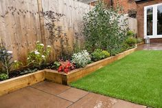 The raised sleeper beds work perfectly in this low maintenance garden. The raised sleeper beds work perfectly in this low maintenance garden. Back Garden Design, Backyard Garden Design, Small Backyard Landscaping, Diy Garden, Garden Projects, Backyard Ideas, Backyard Pools, Landscaping Ideas, Garden Types