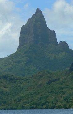 Mt. Mouaroa in Moorea, TAHITI  French Polynesia