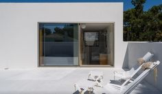 A modern and minimalist house in Troia, Portugal designed by architecture firm Miguel Marcelino. Designed by Miguel Marcelino, this minimalist home has Painting Concrete Walls, Modern Minimalist House, Marceline, Decorating Small Spaces, Shabby Chic Homes, Modern Architecture, Building A House, House Design, Portugal