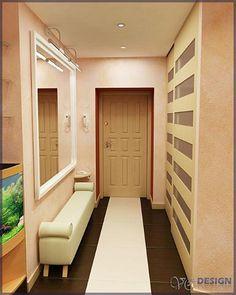 Лучше вариант для хранения вещей в маленькой прихожей – это шкаф-купе. Он очень удобен и экономит место благодаря тому, что дверки открываются в одной плоскости со стеной. Шкафа глубиной 45 см будет вполне достаточно для того, чтобы разместить в нем верхнюю одежду.
