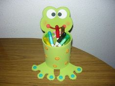 Diy For Kids, Crafts For Kids, Arts And Crafts, Toilet Paper Crafts, Crayon Holder, Frog Crafts, Fun Halloween Crafts, Animal Crafts, Recycled Crafts
