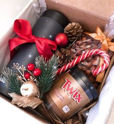 38 Christmas Gift Wrapping Ideas That Make Anyone Look Like a Decorating Profess. 38 Christmas Gift Wrapping Ideas That Make Anyone Look Like a Decorating Professional 36 Diy Christmas Baskets, Diy Christmas Gifts For Friends, Christmas Gift Box, Homemade Christmas Gifts, Christmas Gift Wrapping, Simple Christmas, Xmas Gifts, Homemade Gifts, Holiday Crafts