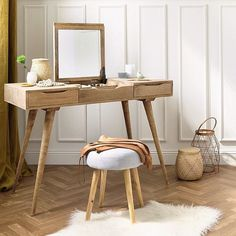 Inspiring 12 The Best Dressing Table Design Idea To Save Space At Your Home When talking about a dressing table, which will look at your mind is, of course, a woman. Yes, it is true that the dressing table is very closely rela. Dressing Table Design, Dressing Table Vanity, Makeup Table Vanity, Makeup Vanities, Vintage Dressing Tables, Vanity Desk, Wooden Makeup Vanity, Vanity Table Vintage, Bedroom Dressing Table
