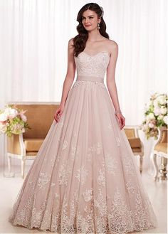 Elegant Tulle Sweetheart Neckline Natural Waistline A-line Wedding Dress With Lace Appliques