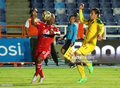 CALI, COLOMBIA - AUGUST 02: Brayan Angulo of America (L) fights... #viseudesus: CALI, COLOMBIA - AUGUST 02: Brayan Angulo of… #viseudesus