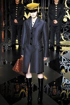 Louis Vuitton Fall 2011 Ready-to-Wear Fashion Show - Julia Nobis (Viva)