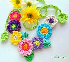Lidia Luz: Um jardim para Antônia, colar de crochê