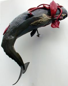 Giant squid and sperm whale fighting sculpture. Any idea where this can be purchased if at all? Kraken, Colossal Squid, Nautical Sleeve, Types Of Sharks, Great Whale, Whale Decor, Giant Squid, Whale Tattoos, Historia Natural
