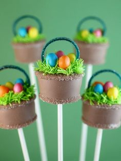Look what the Easter Bunny brought early… bite-size baskets filled with candy and cake, too.  I used licorice belts for the basket handles. Just cut them into 1/4 inch strips that are about 3 1/2 inch