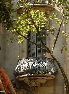 Modernista Balcony in Barcelona Catalonia Balcony Design, Window Design, Historical Architecture, Architecture Design, Exterior Design, Interior And Exterior, Beautiful Homes, Beautiful Places, Juliette Balcony