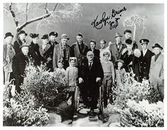 """It's a Wonderful Life"" Cast Photo with a Number of Autographs Golden Age Of Hollywood, Classic Hollywood, In Hollywood, Vintage Hollywood, Christmas Past, Christmas Movies, Christmas Specials, Holiday Movies, Vintage Christmas"