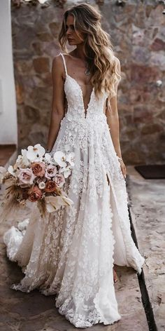12 Barnyard Wedding Dresses To Inspire Any Bride Barnyard wedding dresses are perfect because they look fantastic in the background of a rustic barn.Take a look at some of these photo. Cute Wedding Dress, Best Wedding Dresses, Bridal Dresses, Wedding Dress Country, Destination Wedding Dresses, Floral Wedding Dresses, Boho Beach Wedding Dress, Simple Wedding Hair, Dress Beach