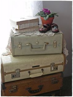 vintage suitcases as nightstand