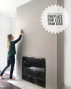 Excellent Free of Charge diy Fireplace Hearth Style Hearths have now been in the middle of our homes for tens and thousands of years. Where your fire wi Stucco Fireplace, Fireplace Update, Brick Fireplace Makeover, Concrete Fireplace, Fireplace Hearth, Home Fireplace, Fireplace Surrounds, Fireplace Design, Black Fireplace Surround
