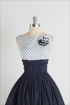 Gibson points. robe vintage des années 1950. par millstreetvintage                                                                                                                                                     Plus