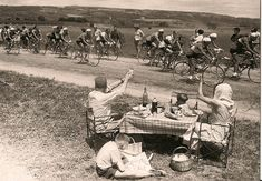 perfect program for the whole family tour de france in the - that's the picnic, i like. Velo Retro, Velo Vintage, Vintage Cycles, Vintage Racing, Odense, Cycling Art, Cycling Bikes, Cycling Quotes, Cycling Jerseys