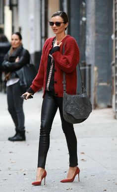 Miranda Kerr street style black leather panths and rés Shoes and cardigan