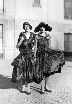 Two stylish ladies in Milan, Italy, 1929. Found on lombardiabeniculturali.it