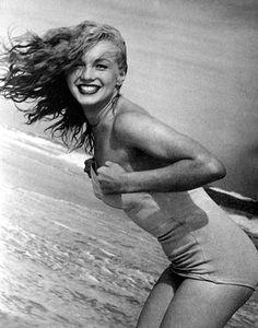 1949. Marilyn Monroe photographed by Andre De Dienes summer 1949 - Tobey Beach - Long Island.