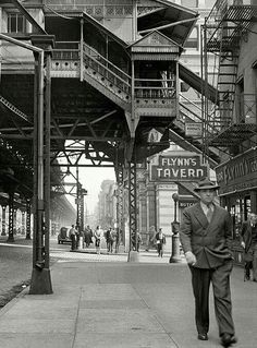 The Third Avenue elevated railway at Street, New York City. New York Pictures, New York Photos, Old Pictures, Old Photos, Cover Photos, Vintage New York, Urban Photography, Street Photography, Travel Photography