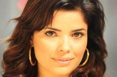 Secretária sem escrúpulos de Amor à Vida é celebridade + comentada pela mídia em setembro http://www.bluebus.com.br/secretaria-escrupulos-amor-vida-celebridade-comentada-midia-set/