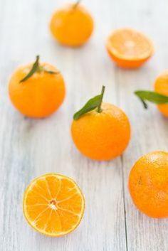 ビタミンCを豊富に含むことで有名です。昔からみかんは風邪予防として知られてきました。肌の免疫を高めるので、美肌効果も期待できます。