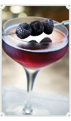 {Liquid Spirit} Blackberry Champagne #blackberries #champagne #cocktail #chambord